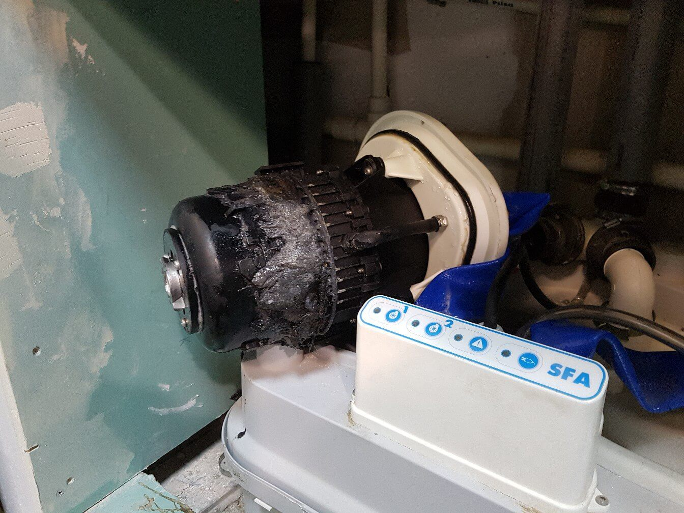 20180505-remont-sanitarnogo-nasosa-sfa-1.jpg